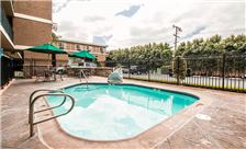 Quality Inn & Suites Maingate - Outdoor Pool
