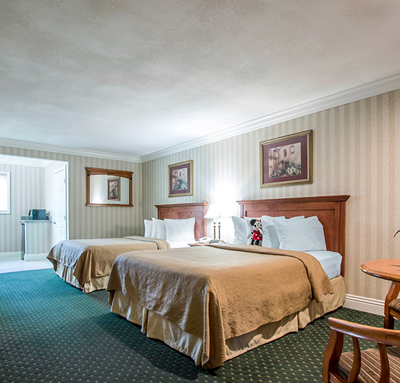 Whirlpool 2 Queen Beds Quality Inn & Suites Maingate